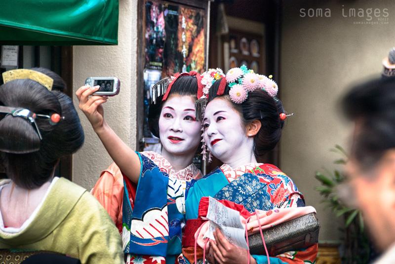 geisha-selfie-kyoto-japan