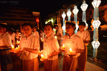Candle bearers Loy Krathong 2014