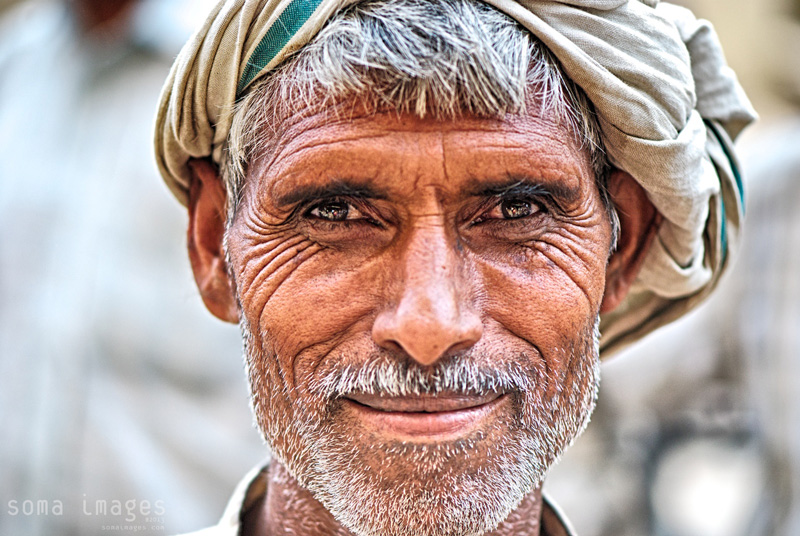 Chandni-Chowk-market-Delhi-india-smile